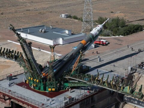 Verticalization of a Soyuz launch vehicle