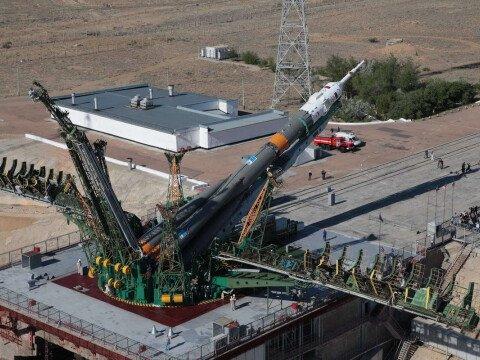 Вертикализация ракеты носителя Союз