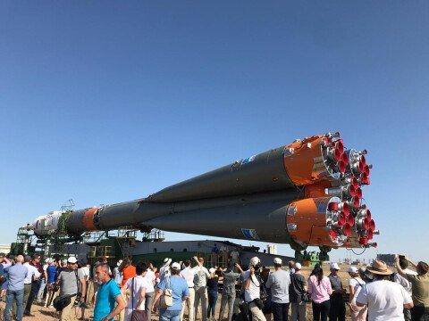 Вывоз ракеты носителя Союз из монтажного комплекса